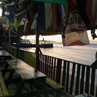 Nur für uns geöffnet. Im Uferrestaurant wurde uns ...