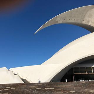 Das Wahrzeichen von Santa Cruz de Tenerife am Eingang zum Hafen: