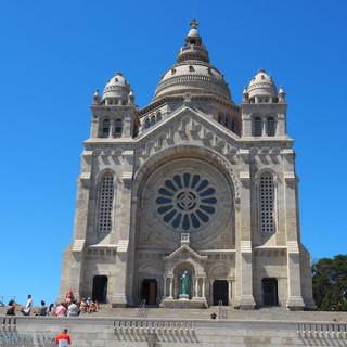 Die Wallfahrtskirche Santa Luzia im neobyzantnischen Stil, ein Nachbau von Sacre-Coeur.