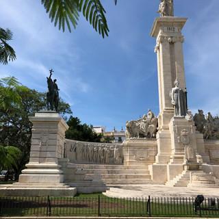 Der Plaza de Espania mit dem Monumento a las Cortes