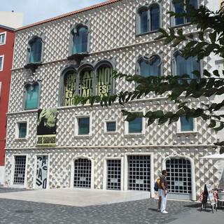 Alfama: Moderne Architektur von 1523: die Casa dos  Bicos