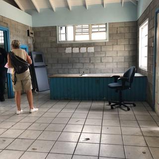 ... das Büro der Customs und Immigration grau und leer.