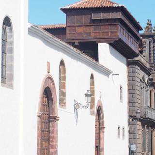 Das Frauenkloster in La Laguna mit den vergitterten Ausblicken aufs Geschehen in der Stadt