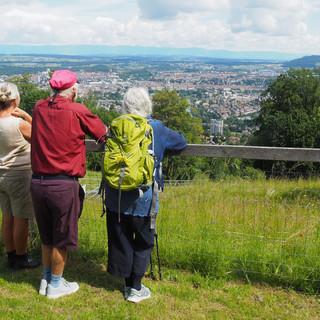 Vor dem Abstieg vom Gurten genossen wir die Aussicht auf Bern.
