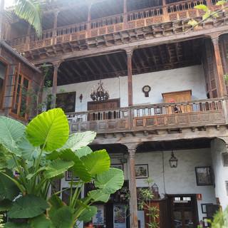Casa de Los Balcones...