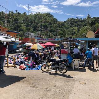 Eingang zum Markt in Samana