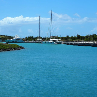 Die neue Marina in Canouan wie ausgestorben ...