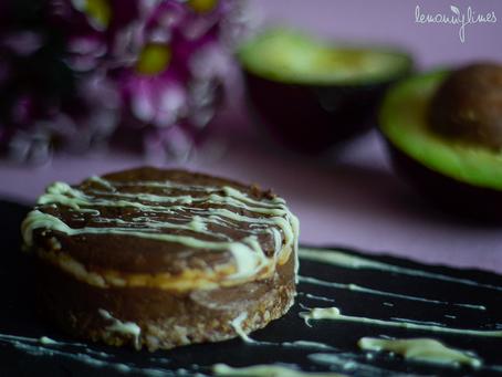 RAW - Avokádo-čokoládové mini dortíky