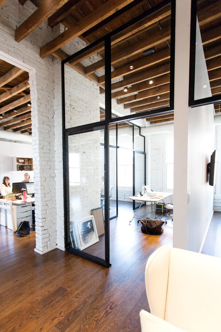 Minimalst Office Walls
