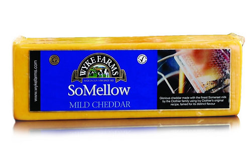 Wyke Farms Somellow Mild coloured Cheddar Block ca. 2,6 Kg