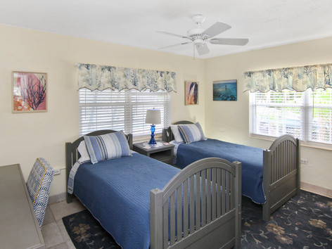 Twin Beds in Marathon Waterfront Home