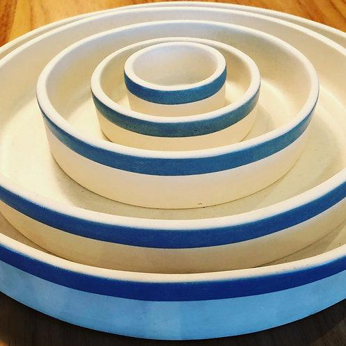 Conjunto 5 pratos em porcelana borda azul