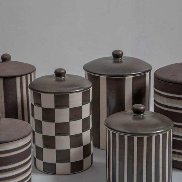 Potes de cerâmica (listrado e quadriculado)