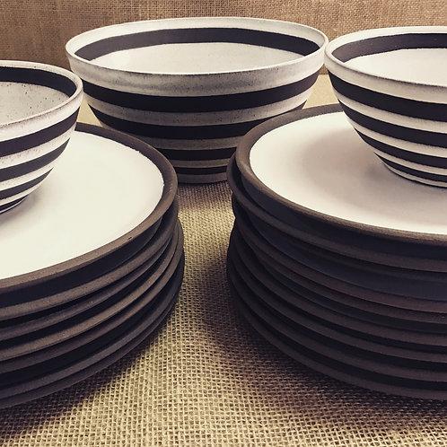 Bowl branco em argila negra