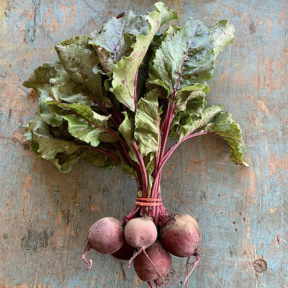 Beets / Betteraves, with Top, Organic (bunch)
