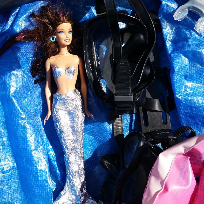 Mermaid loves dive stuff
