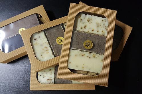 Kazeta s tromi mydlami za studena lisovanými