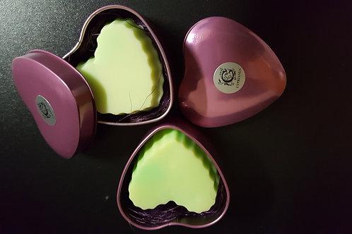 Plechová krabička v tvare srdca s mydlom aloe vera