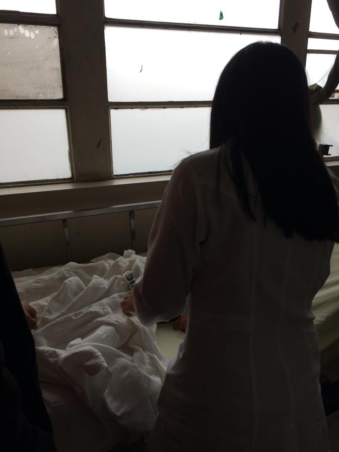 (Image of Dr. Natalia Falcon examining patient )