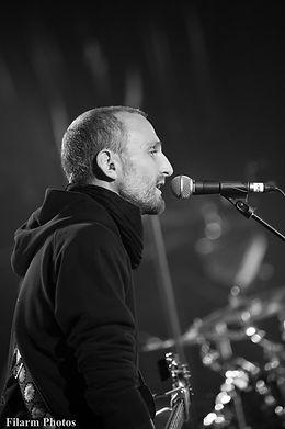 Toujouraléssè Mac Vrillé sur scène - Nicolas Kervazo Guitare