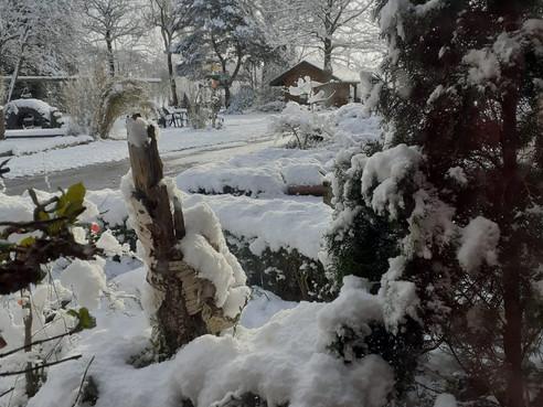 Schneeflöckchen, Weißröckchen...