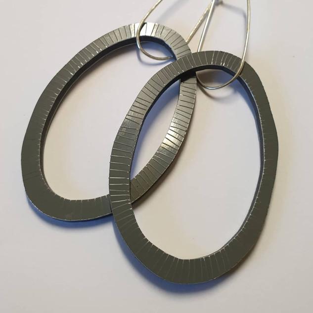 Organic oval, Lines