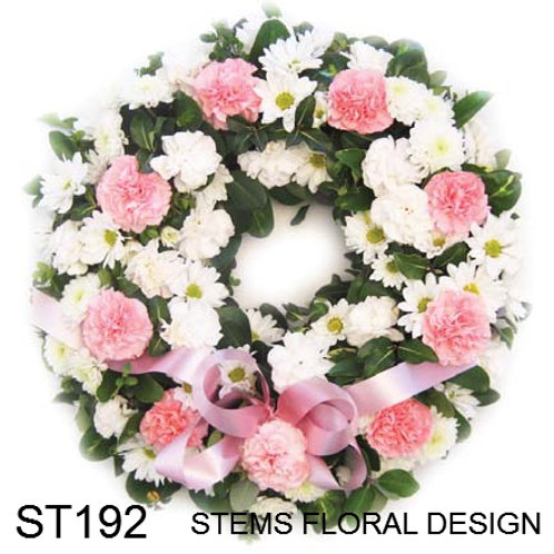 ST192 Wreath - white with pink carnations