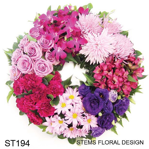 ST194 Wreath - clusters of mixed flowers