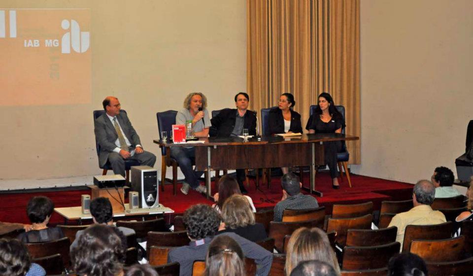 Mesa da solenidade: Ulisses Morato, Sylvio de Podestá, Cláudia Pires e patrocinadores