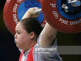 A snatch training session for an advanced weightlifter