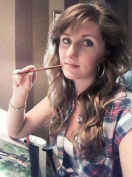 Award winning uk animal artist and pet portrait artist Frances Vincent - Working on a horse drawing