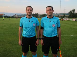 Les frères Blösch partagent la passion de l'arbitrage.