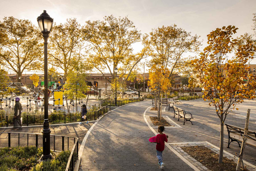 The design vocabulary of the northern parcel complements the adjacent existing Imagination Playground incorporating curvilinear, sweeping pathways, and a large urban skate park with sculptural geometries.