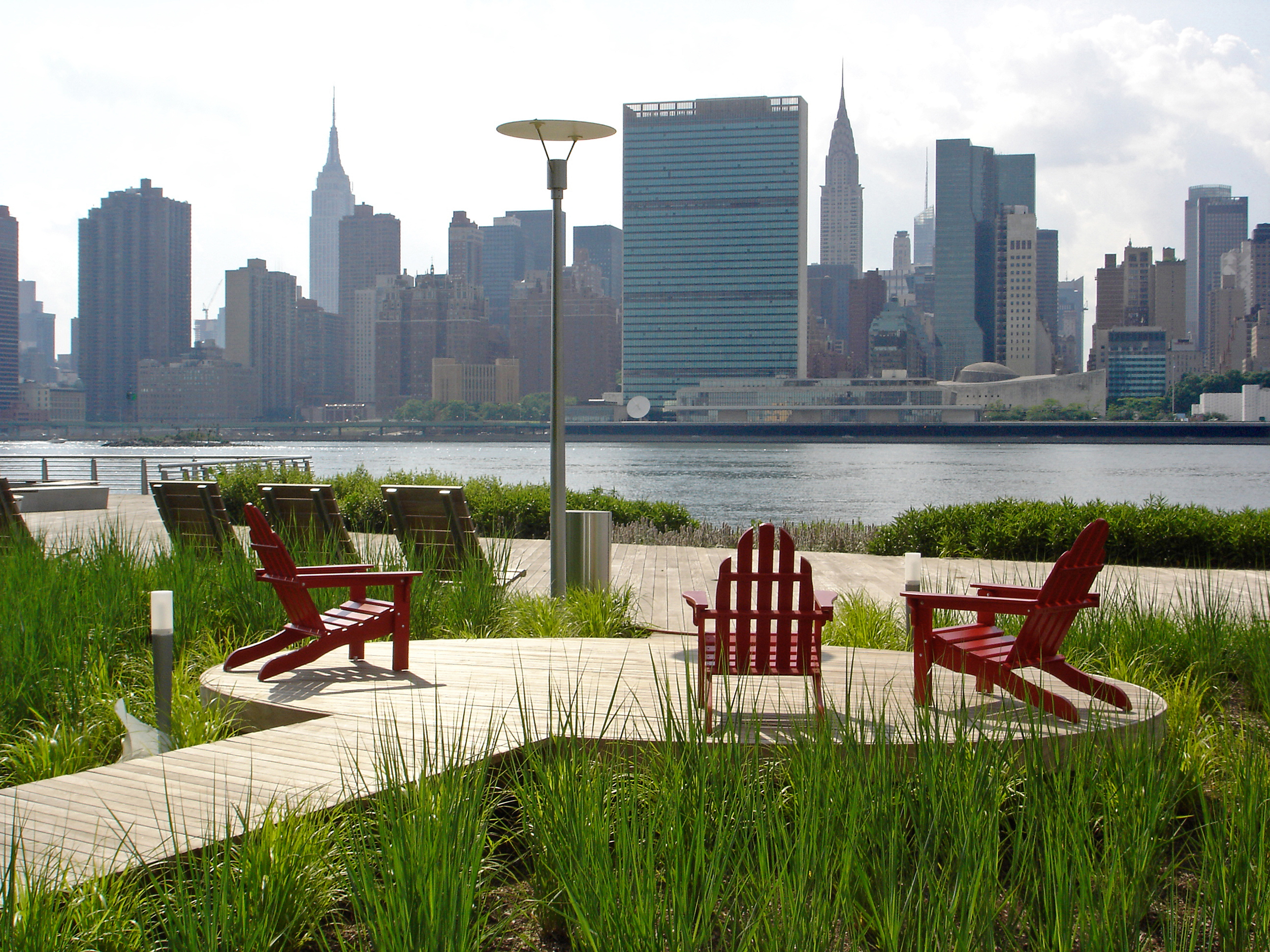 Cove Seating Area at Gantry Plaza State Park