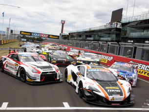 AMAZING FIELD ON SHOW AT MOUNT PANORAMA