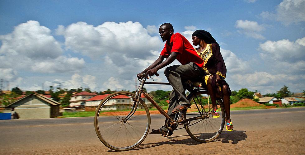 1 vélo pour un bénéficiaire ougandais
