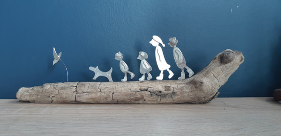 family of 4 with bird and dog