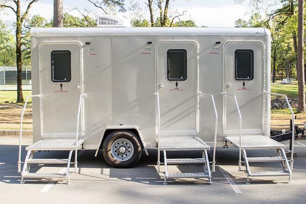 3 station restoom trailer