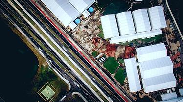 Foto aérea de uma fábrica
