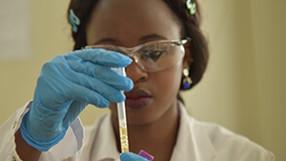 Ouganda: Renforcer la réponse covid-19 et protéger les services de santé (PDF)
