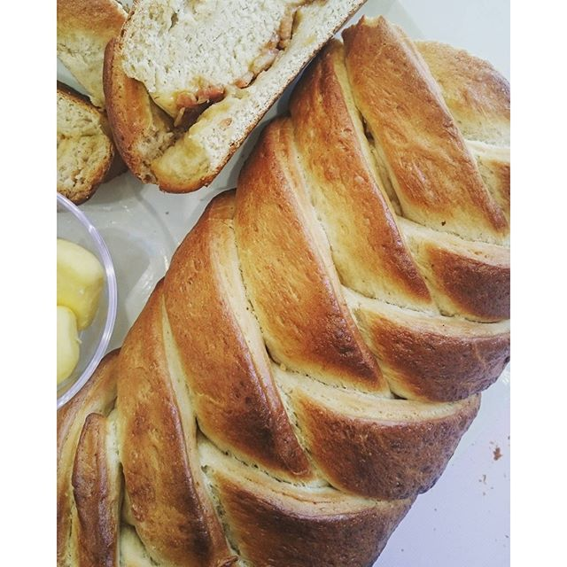 Filled bread braid.  This morning we presented it on Die Groot Ontbyt show on Kyknet channel 144