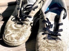 把你腳上的鞋脫下來