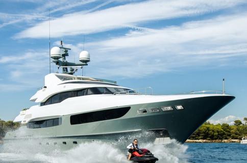 discover-legenda-yacht.jpg