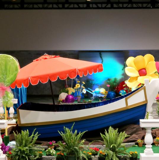 Willy Wonka boat