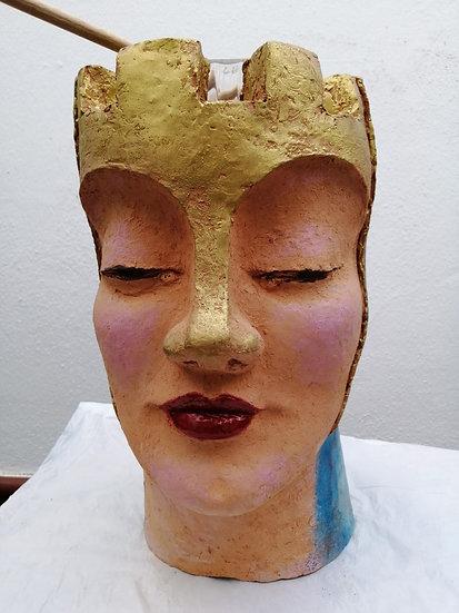 """Mujer almena"" Barro cocido pintado Autora Cristina Alcoba Castillo"