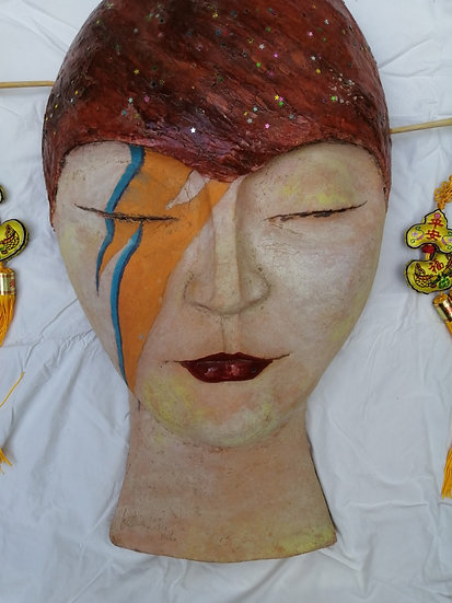 """China Girl"" Barro cocido y collage Autora Cristina Alcoba Castillo"