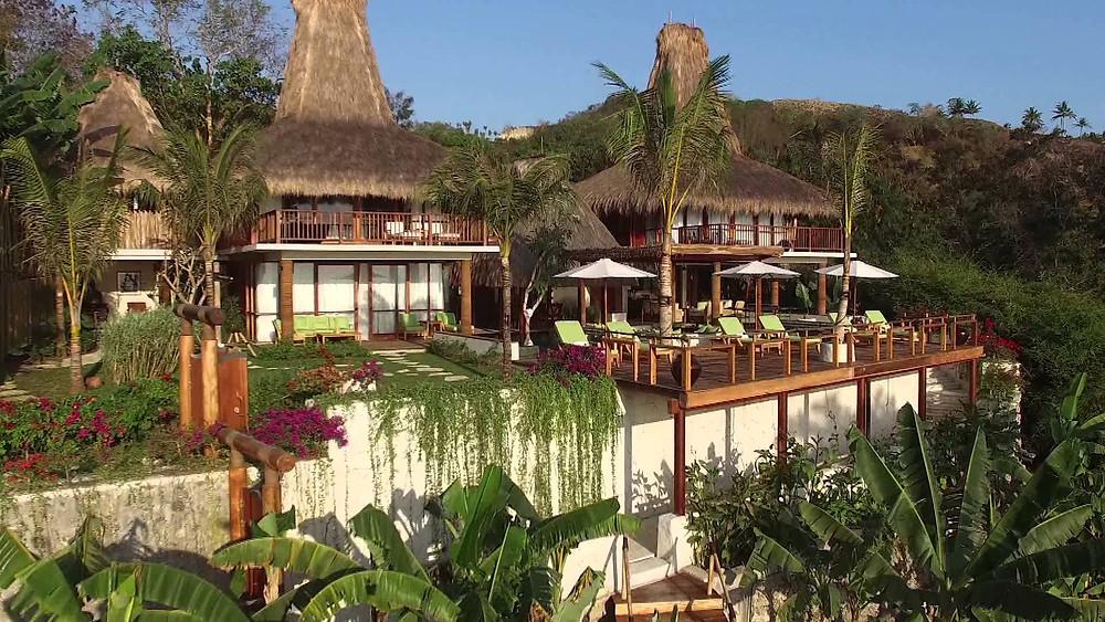 NIHI Sumba se nachází ve městě Watukarere a nabízí soukromou pláž