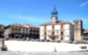 Plaza de Riaza entorno de los apartamentos rurales Los Rosales de Isabel