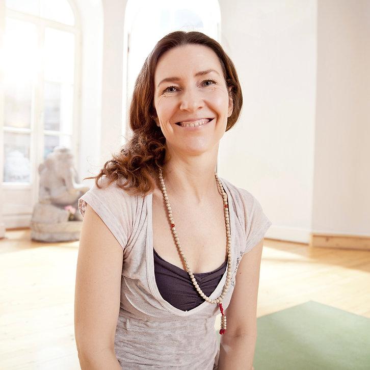 Mulher, em, ioga, estúdio