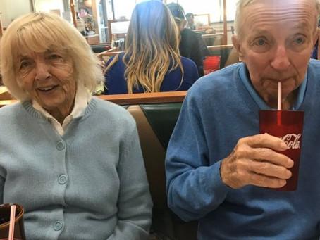 Пожилые супруги из Чикаго умерли от COVID-19 в один день